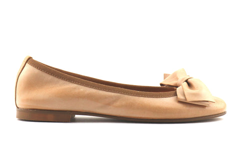 Flat shoes in beige skin