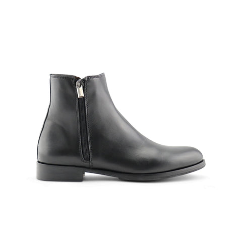 Black leather ankle boot with zip