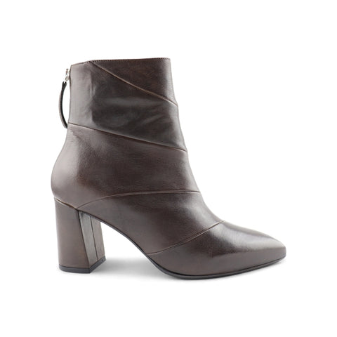 Woman's ankle boot in dark brown leather t.70
