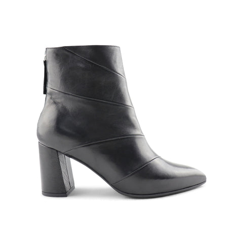 Women's black leather ankle boot t.70
