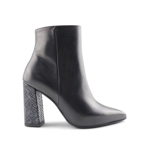 Women's black leather ankle boot t.90