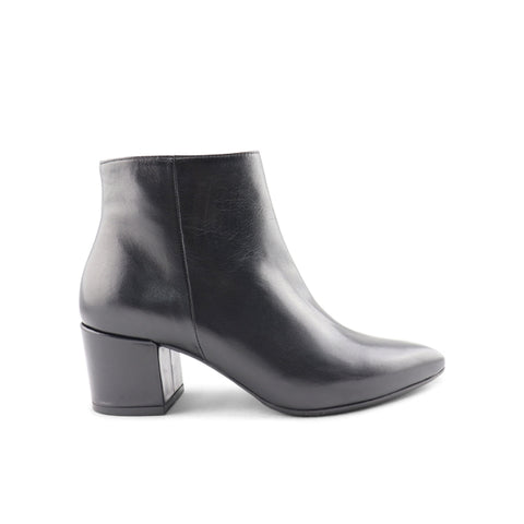 Black leather ankle boot t.50