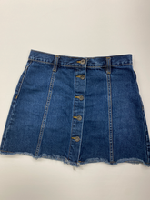 Load image into Gallery viewer, Forever 21 Short Skirt Size 3/4