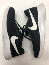 Load image into Gallery viewer, Nike Athletic Shoes Womens 7