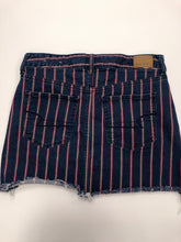 Load image into Gallery viewer, American Eagle Short Skirt Size 7/8