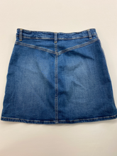 Load image into Gallery viewer, Gap Short Skirt Size 5/6