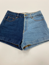 Load image into Gallery viewer, Bullhead Shorts Size 3/4