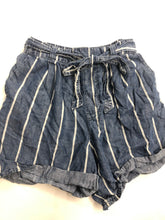 Load image into Gallery viewer, Universal Thread Womens Shorts Size Small
