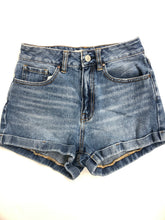 Load image into Gallery viewer, Pac Sun Womens Shorts Size 2