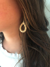 Load image into Gallery viewer, gold dangle hoop earring