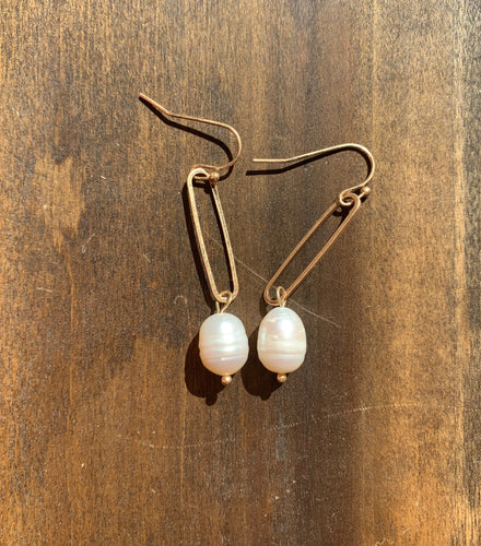 paper clip pearl dangle earrings