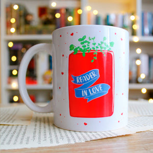 TAZA READER IN LOVE