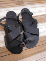 Nulla Nomen Black Sandals with Toe ring