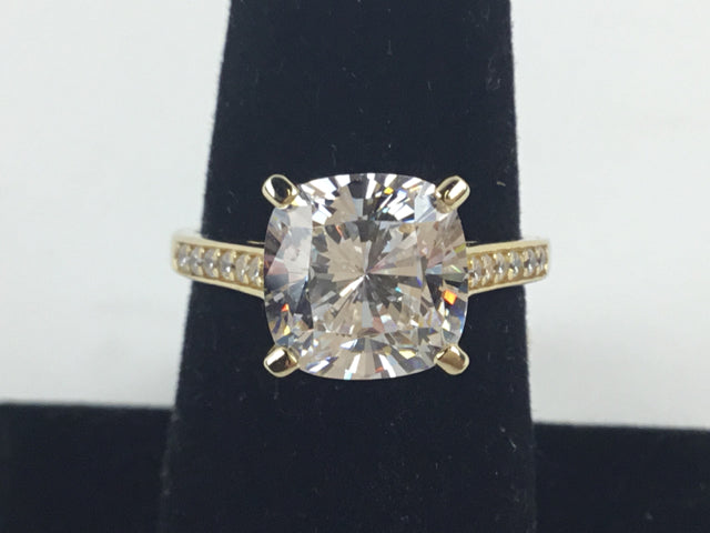 Cubic Zirconia 8 Ring