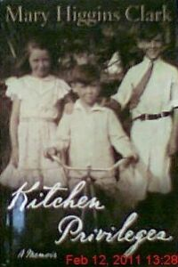 Kitchen Privileges: A Memoir (Large Print) by Mary Higgins Clark