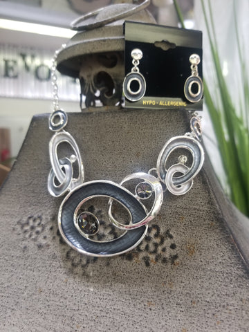 SILVER ENTANGLED CIRCLES WITH CRYSTALS NECKLACE AND EARRINGS
