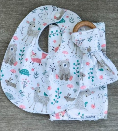 HeatherMade Designs - Baby Gift Set burp, bib & teether)