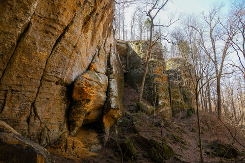 small caves where civil war soldiers hid near morgan cave in jeffreys cliffs kentucky