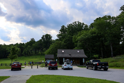 upper trailhead parking lot in stone mountain state park