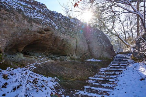 steps along the natural arch loop hiking trail