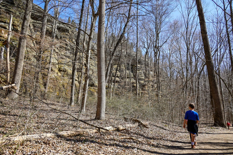 hikers on the lower trails of jeffreys cliffs along the sandstone bluffs kentucky