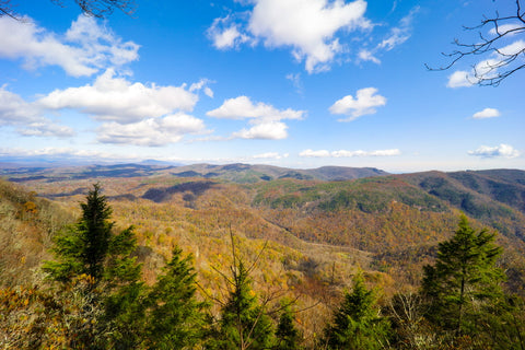 view of the linville gorge from the blue ridge parkway