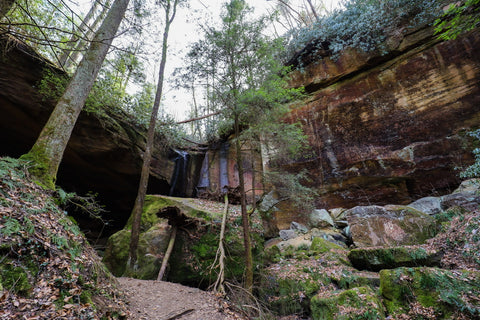 entrance to whittleton arch rockshelter and waterfall in red river gorge kentucky