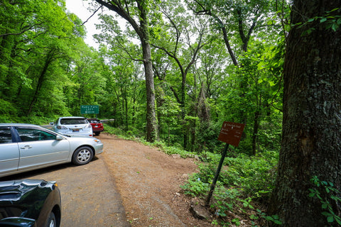 Parking lot pull off for Glen falls trail in lookout Mountain Tennessee