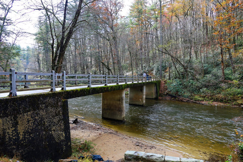 walking bridge over linville river along the trail to linville falls