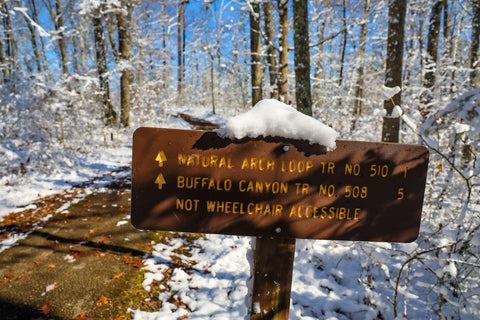 hiking trail sign for natural arch loop in daniel boone national forest