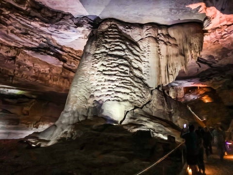 worlds largest stalagmite goliath within cathedral caverns state park alabama