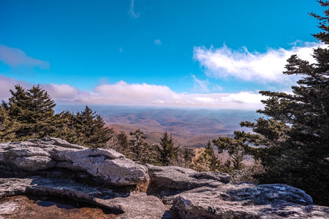 scenic mountain views from linville peak on grandfather mountain