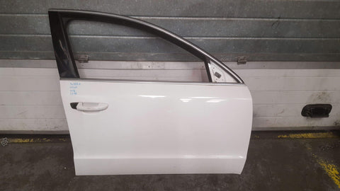 SKODA SUPERB MK2 FRONT RIGHT PANEL DOOR IN WHITE 1026 - RM PARTS
