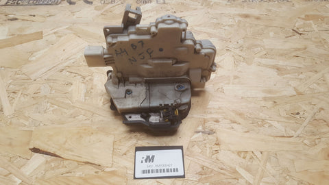 AUDI A4 B7 FRONT LEFT SIDE DOOR LOCK MECHANISM 8E2837015AA