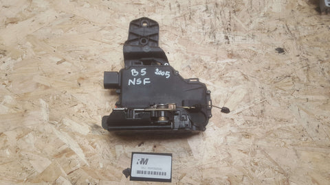 VW PASSAT B5 FRONT LEFT SIDE DOOR LOCK MECHANISM 3B2837015B