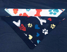 Load image into Gallery viewer, Dog Print Bandana Set
