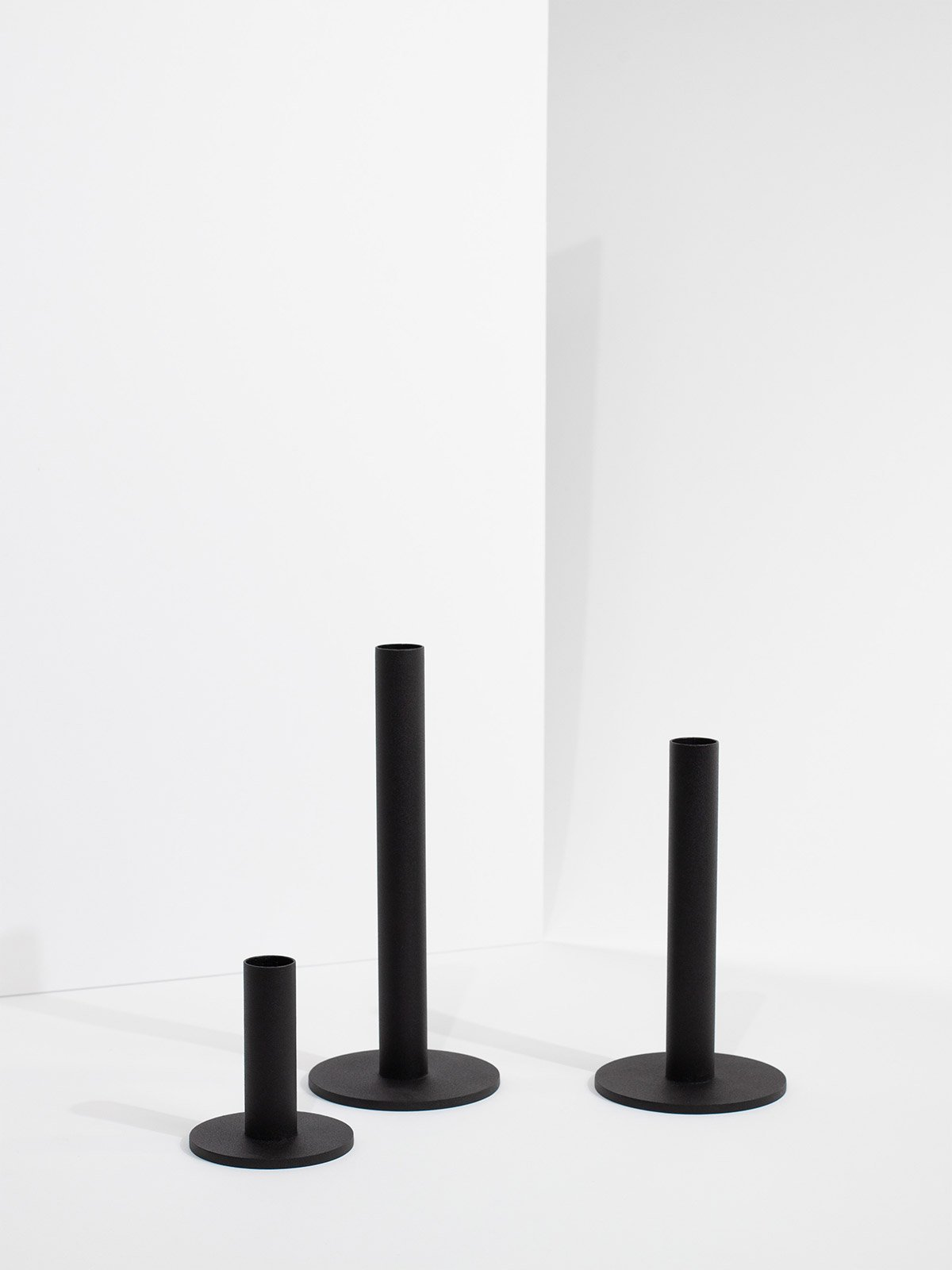 tapercandleholder_all_black_product1_miljuu.com_1312-019_020_021