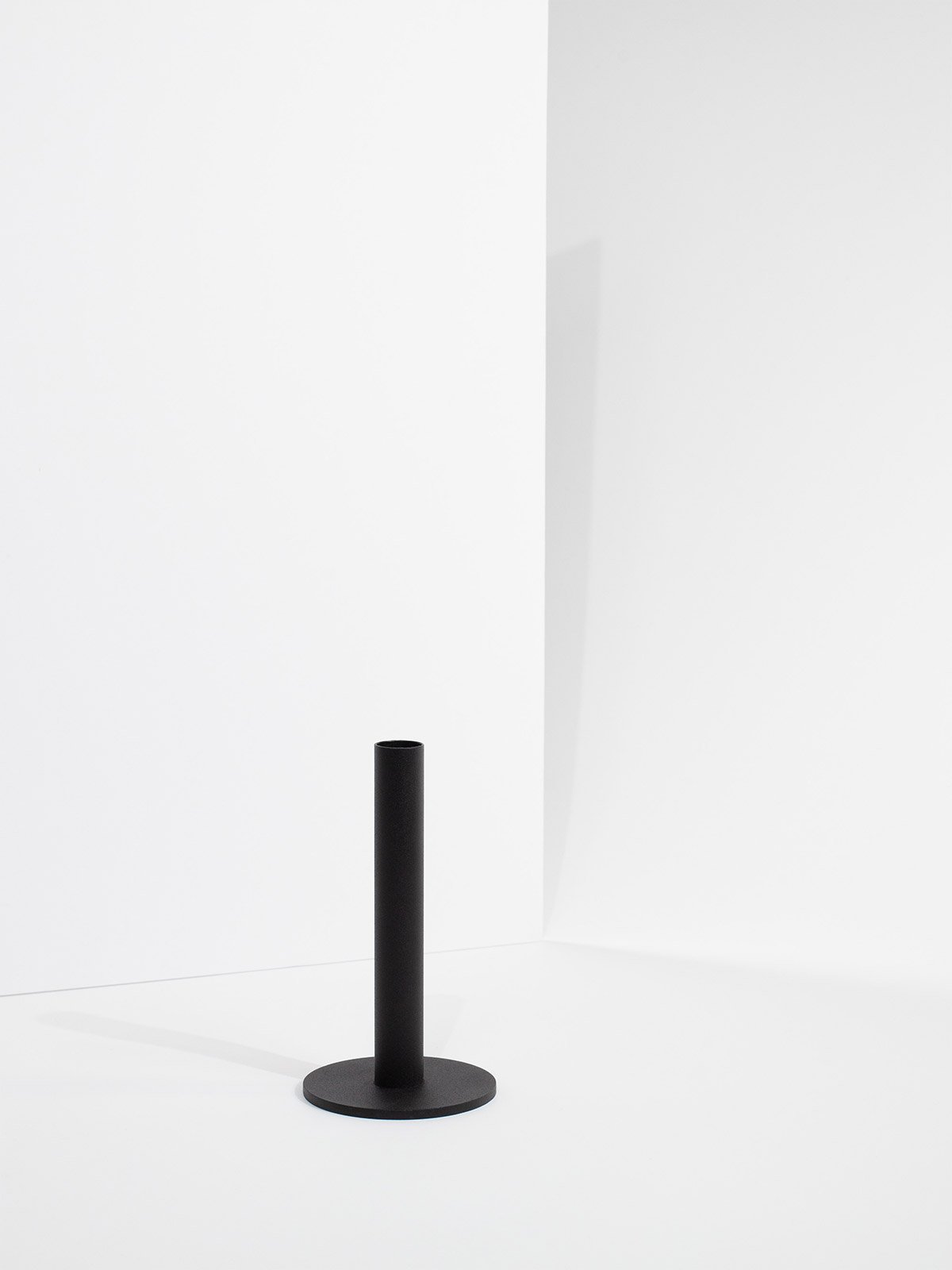 tapercandleholder_medium_black_product1_miljuu.com_1312-020