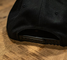 Laden Sie das Bild in den Galerie-Viewer, WS Leather Patch Snapback Cap