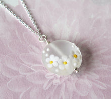 Load image into Gallery viewer, Glass Lampwork Daisy Flower Pendant Necklace