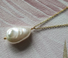 Load image into Gallery viewer, Natural Freshwater Pearl Pendant Necklace