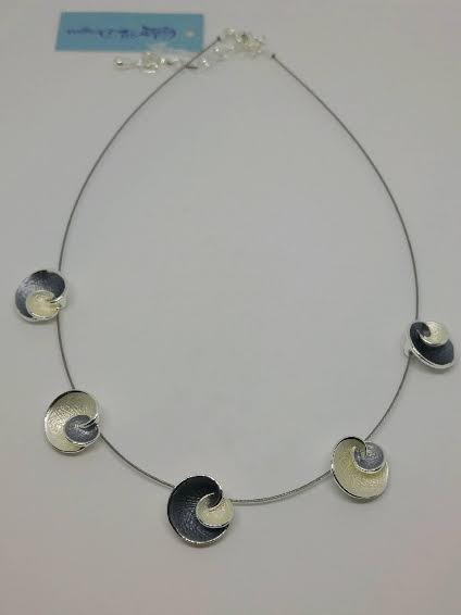 Shell-Inspired Satin Cream and Black Necklace
