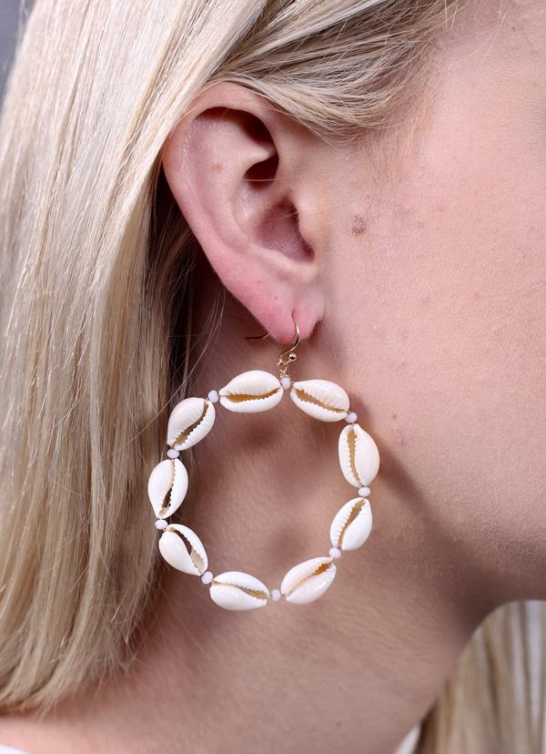 Susie Round Shell Beaded Earring Natural