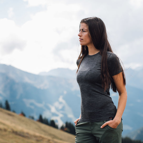 Womens Merino 150 Short Sleeve Crew (Smoke)