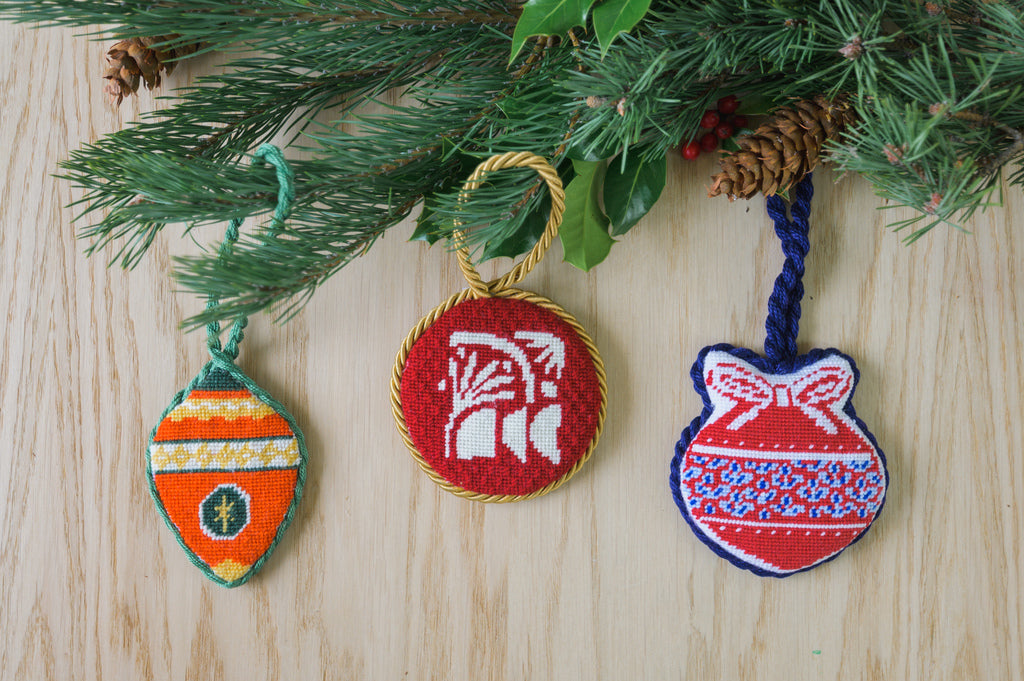 How to self finish a needlepoint ornament. Easy instructions and guide to create an handmade piece by yourself from start to end!