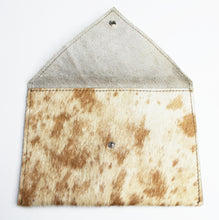 Load image into Gallery viewer, COWHIDE Pouch 0001