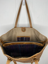 Load image into Gallery viewer, MoonLake Designs Isabella Large Everyday Tote inside view of bag with removable compartment