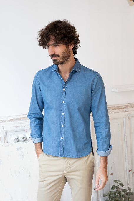 Nice shirt men blue jean on model front