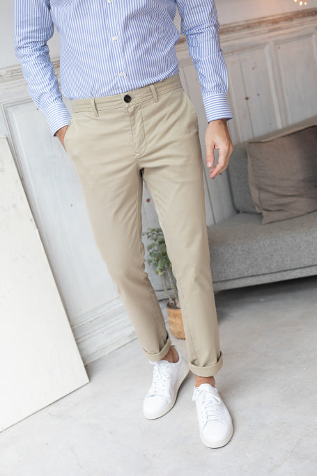 Nice pant for men beige on model