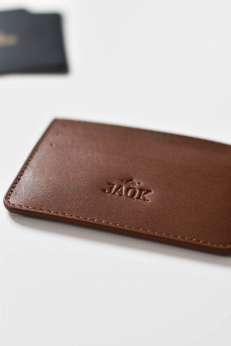 Brown leather cardholder for men flat picture